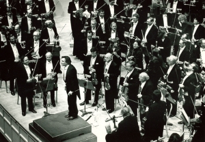 Abbado acknowledges applause following a performance of Berg's Wozzeck on May 24, 1984 (J. Wassman photo)