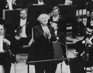 Rafael Kubelík acknowledging applause at the conclusion of the Gala Centennial Finale concert on October 18, 1991