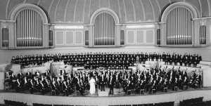 The Chicago Symphony Orchestra and Chorus onstage in March 1959, with Margaret Hillis, Fritz Reiner, and Walter Hendl.