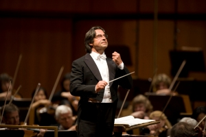 Riccardo Muti leading the Chicago Symphony Orchestra at the Auditorium Parco della Musica in Rome on September 28, 2007 (Todd Rosenberg photo)
