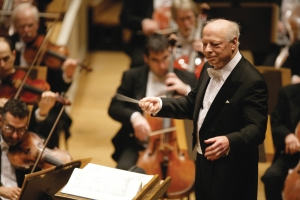 10/19/06 -- Chicago, IL-- Maestro Bernard Haitink conducts the Chicago Symphony Orchestra through Mahler 3 at the Symphony Center. ©Todd Rosenberg Photography 2006