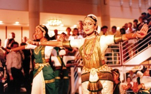 Natyakalalayam Dance Company performing in Symphony Center's rotunda on October 5, 1997 (Jeff Meacham photo)