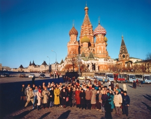 Sir Georg Solti and members of the Chicago Symphony Orchestra in front of Saint Basil's Cathedral in November 1990