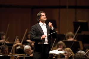 Riccardo Muti leads the Chicago Symphony Orchestra at the Auditorium Parco della Musica in Rome on September 28, 2007 (Todd Rosenberg photo)