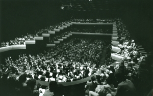 Solti and the Orchestra onstage in Perth (Jim Steere photo)